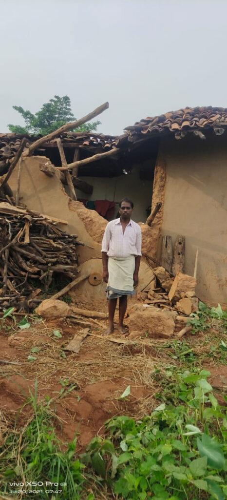 पसान क्षेत्र में दंतैल ने मचाया उत्पात, चार ग्रामीणों के मकान को किया क्षतिग्रस्त